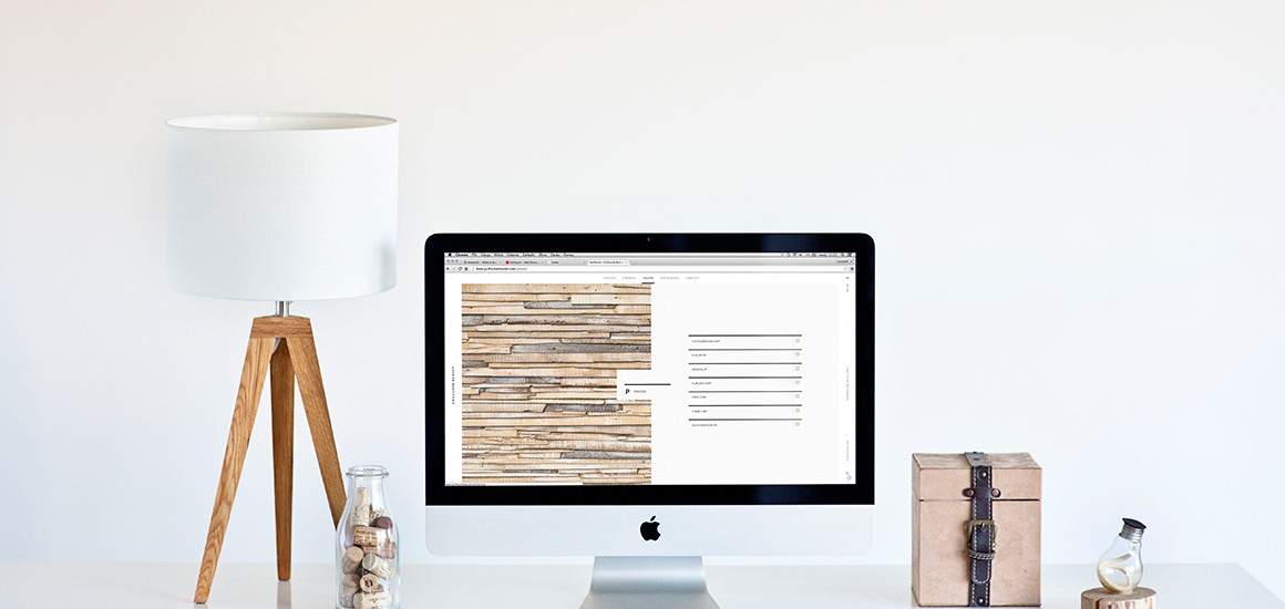 9 iMac photo mockups – wooden items